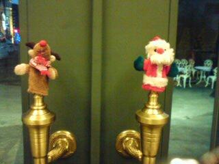 サンタとトナカイ。